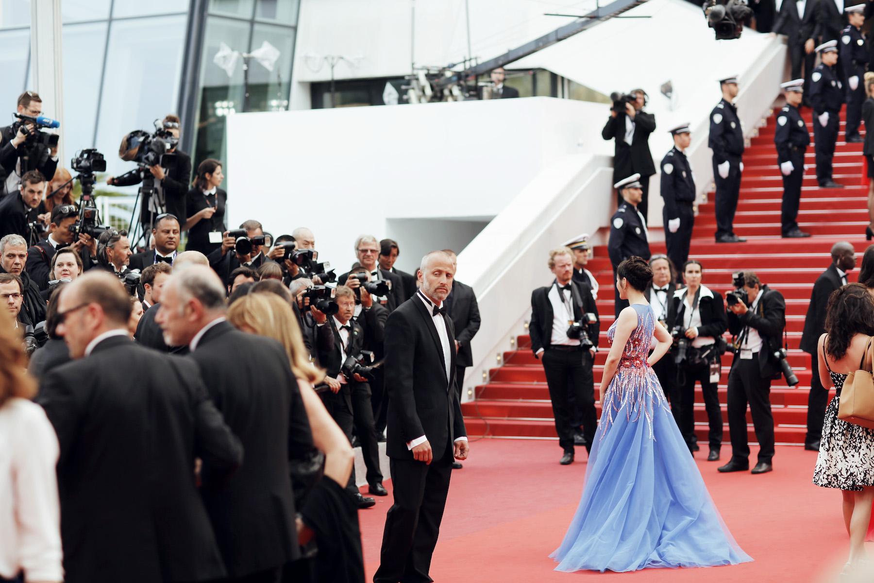 Lý Nhã Kỳ lộng lẫy và rạng rỡ trong bế mạc LHP Cannes