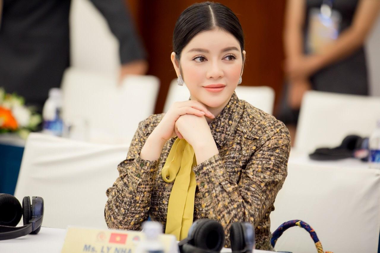 Lý Nhã Kỳ tham dự Hội nghị thượng đỉnh Chủ tịch kim hoàn đá quý Asean + 8 lần thứ V 2016