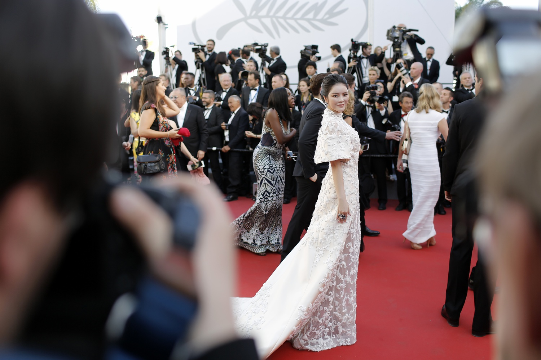 Lý Nhã Kỳ lộng lẫy trong ngày khai mạc Liên hoan Phim Cannes 2017