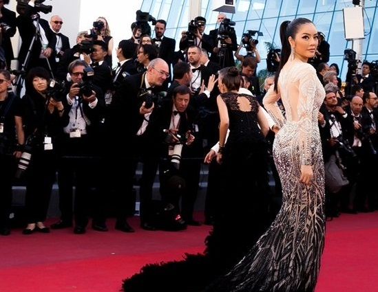 Lý Nhã Kỳ tái hiện hình ảnh nữ hoàng Cleopatra trên thảm đỏ Cannes ngày 4