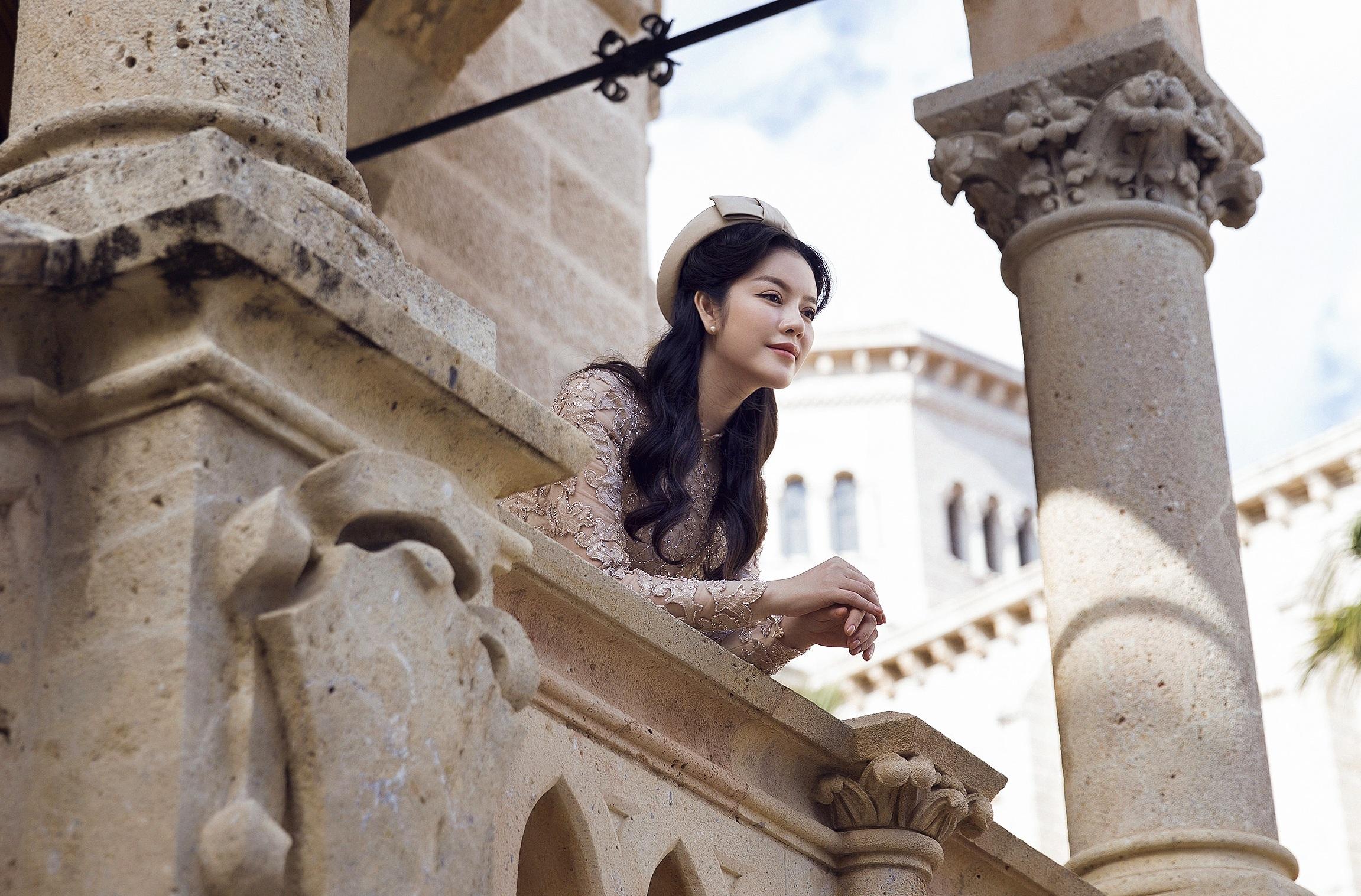 Lý Nhã Kỳ hóa quý cô cổ điển ở Monaco