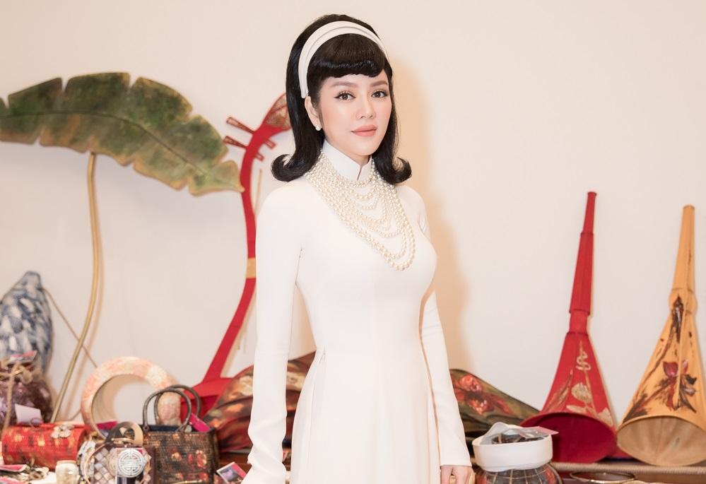Lý Nhã Kỳ sang trọng như quý cô trong áo dài trắng