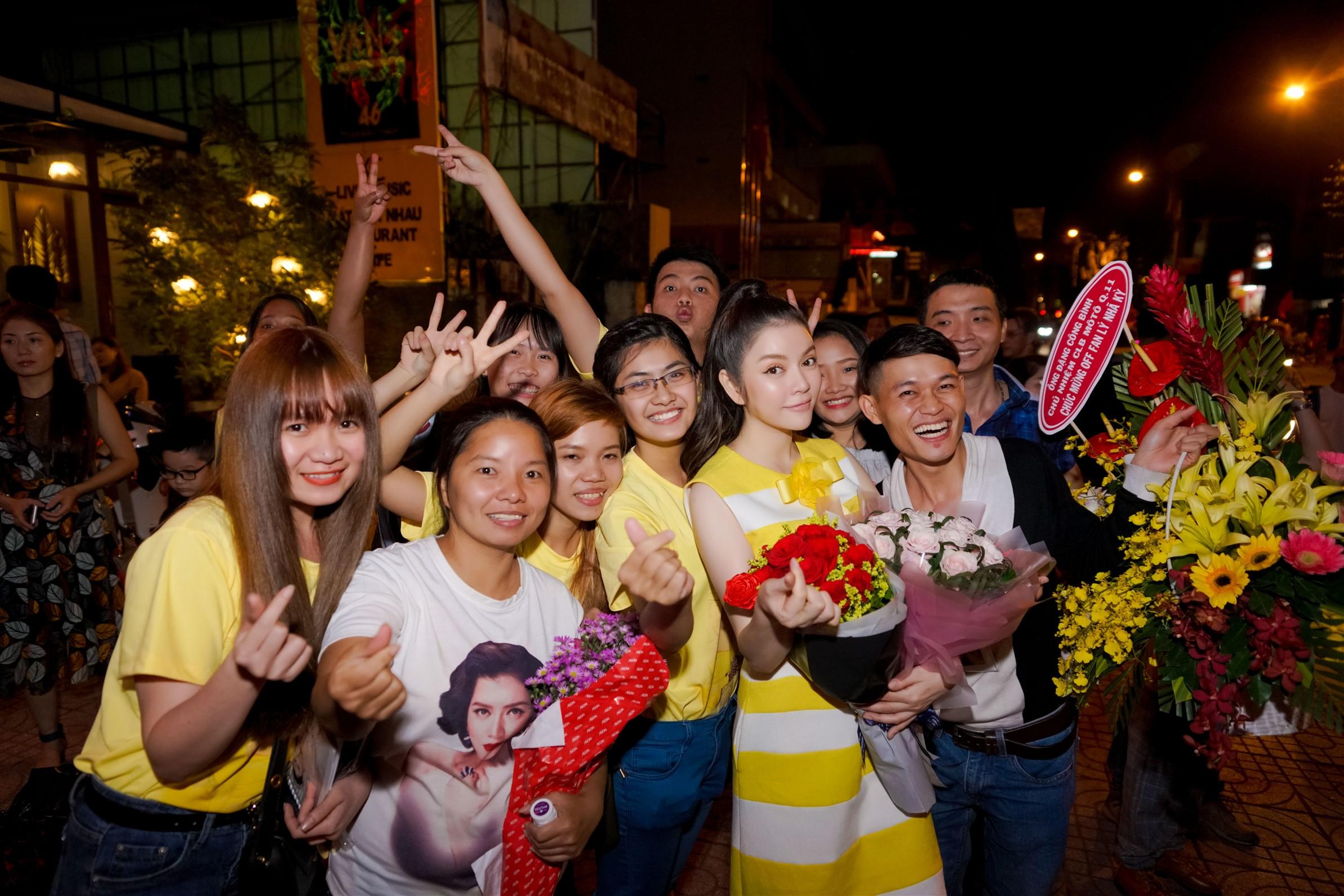 Lý Nhã Kỳ rủ fan đi bão mừng chiến thắng của U23 Việt Nam