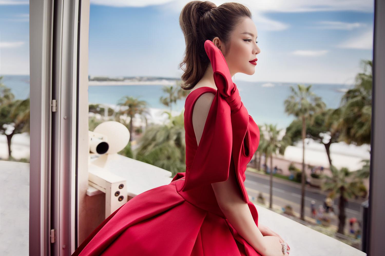 Ngày đầu tại Cannes 2018, Lý Nhã Kỳ hạ gục mọi ánh nhìn