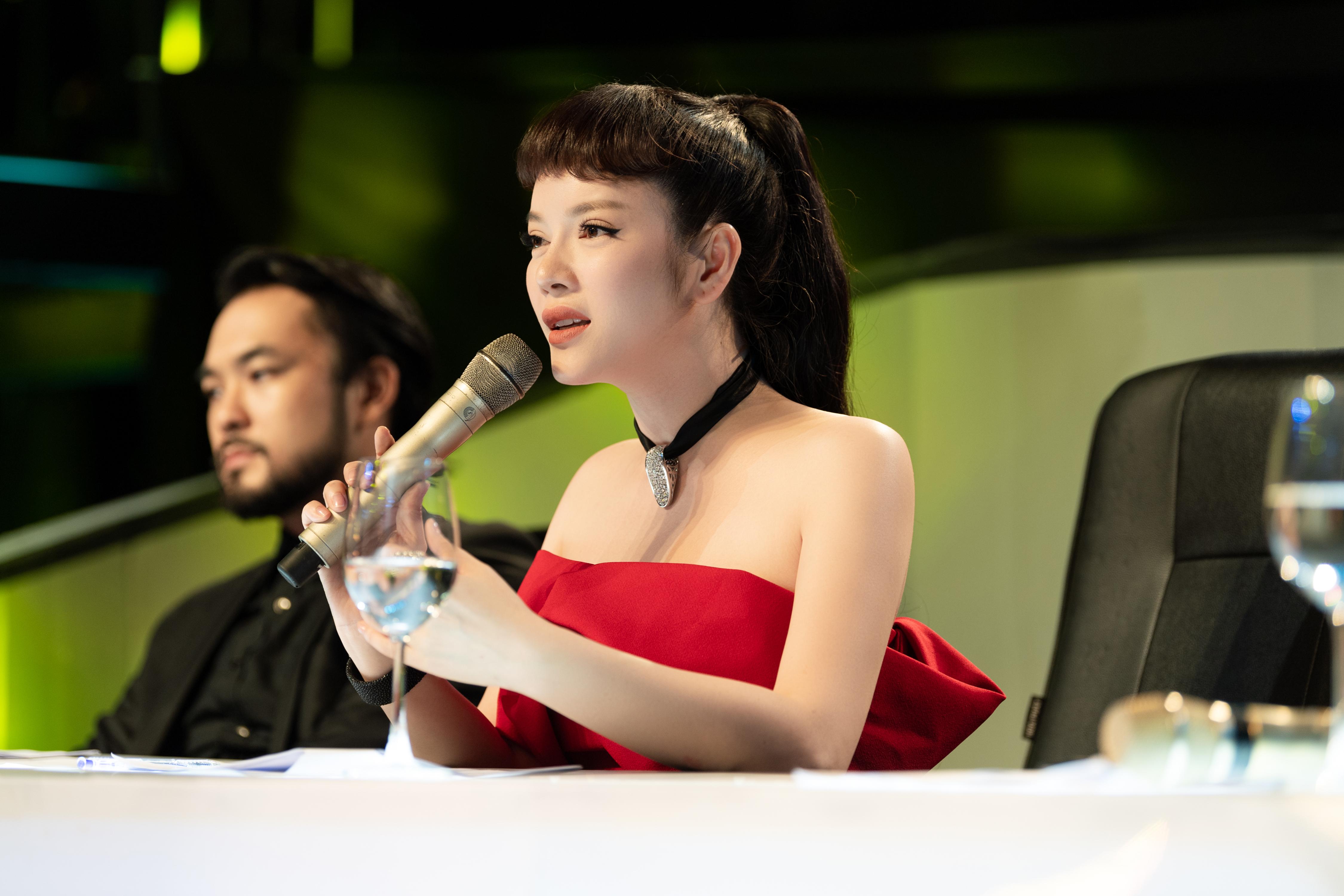 Lý Nhã Kỳ nổi bật trên ghế nóng gameshow Ảo thuật siêu phàm