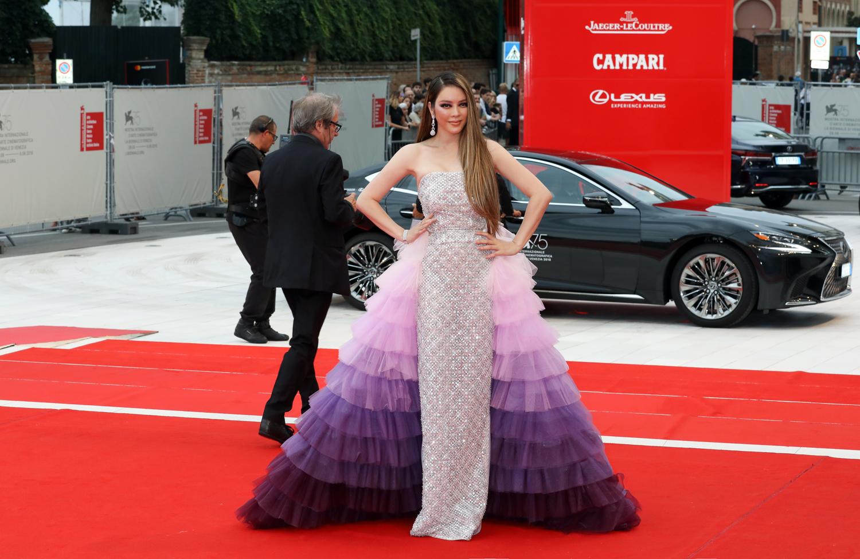 Lý Nhã Kỳ xuất hiện lộng lẫy như nữ thần trên thảm đỏ LHP Venice 2018
